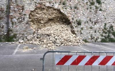 Crollo delle mura su Piazza del Mercato: necessari lavori per 80mila euro, già chiesti i finanziamenti all'Agenzia regionale per la Sicurezza territoriale e la Protezione Civile