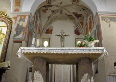 Santuario di Valliano - altare e affreschi