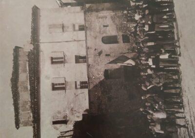 Le mura sotto cui si giocava a palla bracciale - Foto storica della Proloco di Montescudo
