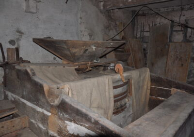 Mulino Bernucci - tramoggia e macina