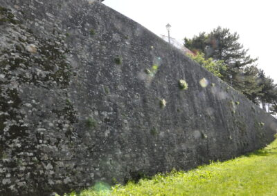 Porzione di mura ricostruita dove c'era la ghiacciaia